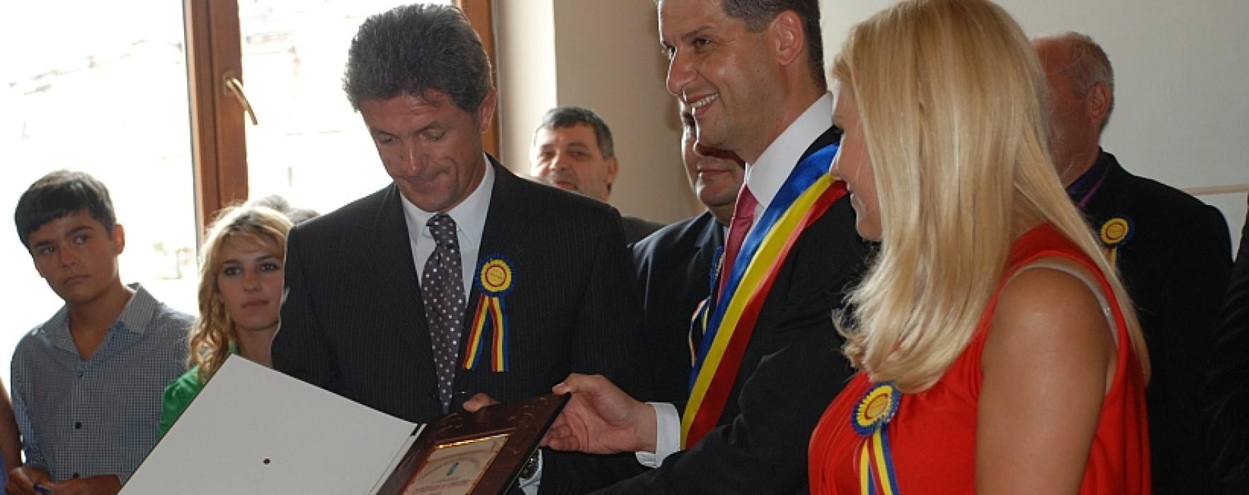 Târgoviştea are 100 de cetăţeni de onoare, printre care Iliescu, Udrea, Stolojan, Gică Petrescu, Ileana Sărăroiu, principele Radu