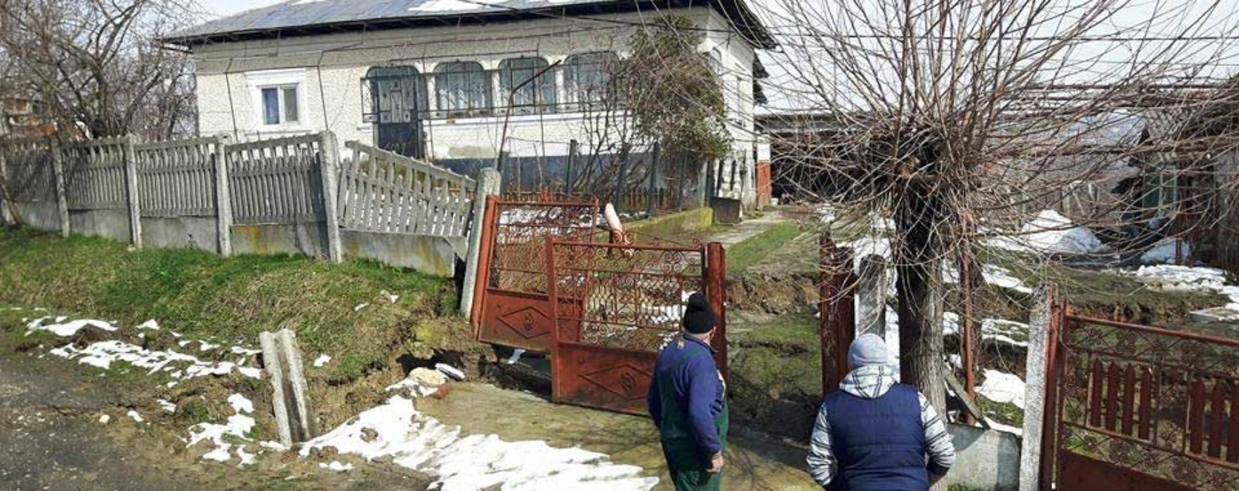 Dâmboviţa: Opt familii din Glodeni, evacuate din cauza alunecărilor de teren