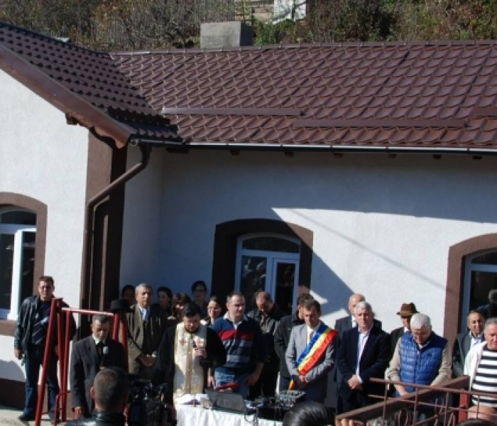 Grădiniţă şi bază sportivă, inaugurate la Moroeni