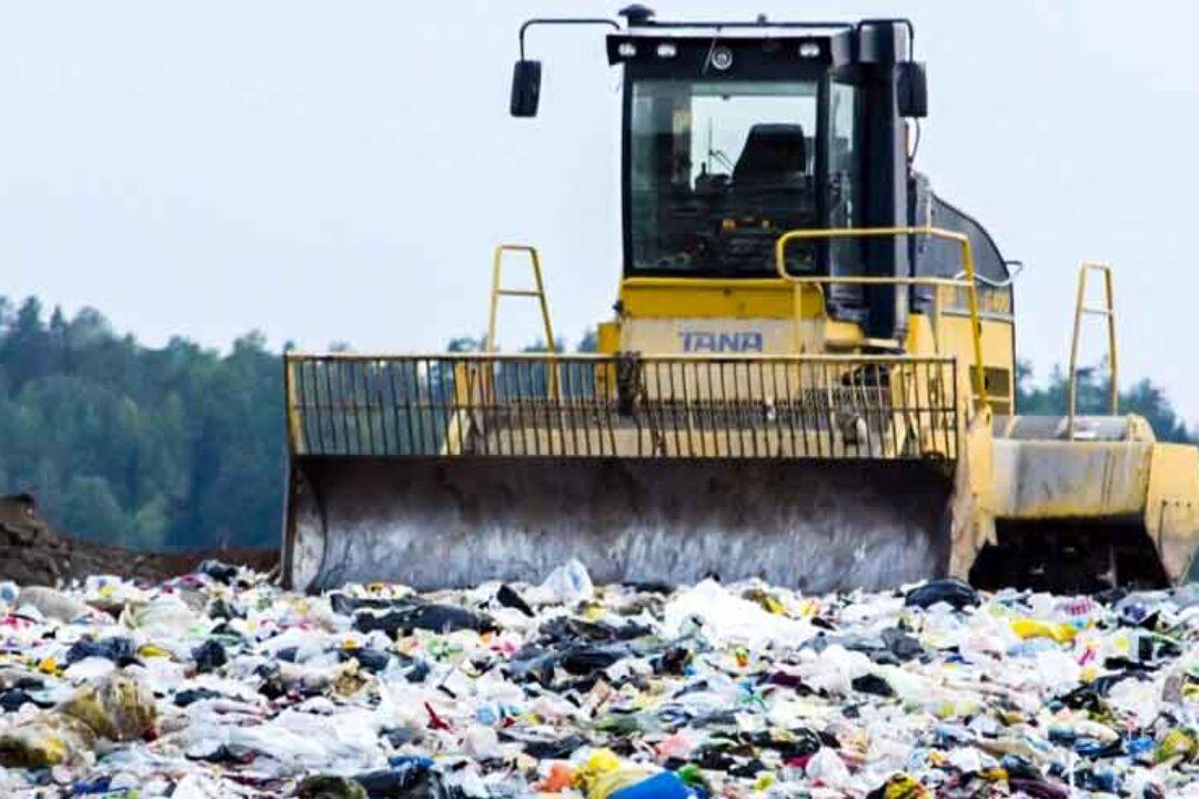CJ Dâmboviţa: Zeci de tone de deşeuri aduse ilegal din alte judeţe; reziliem contractul cu operatorul depozitelor