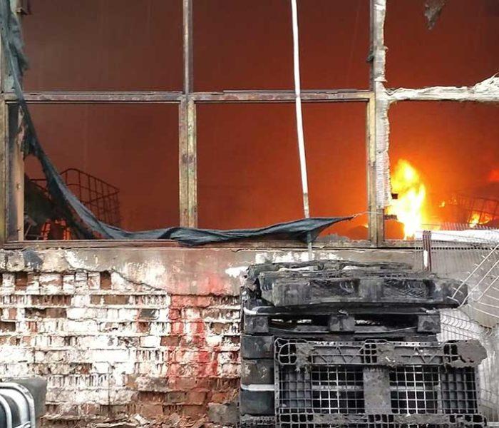 Dâmboviţa: Incendiu la un depozit de vopsea din Parcul Industrial Mija; mesaj transmis prin RO ALERT