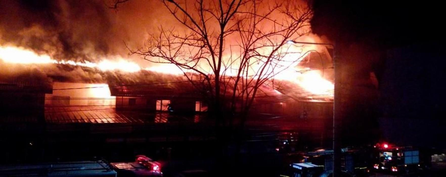 Hotel din Moreni, cuprins de flăcări