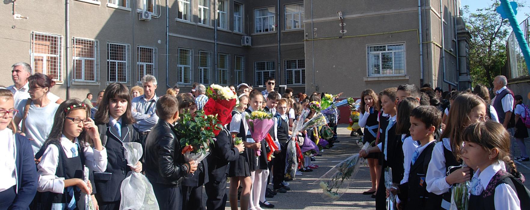 Prima zi de şcoală în Dâmboviţa (foto)
