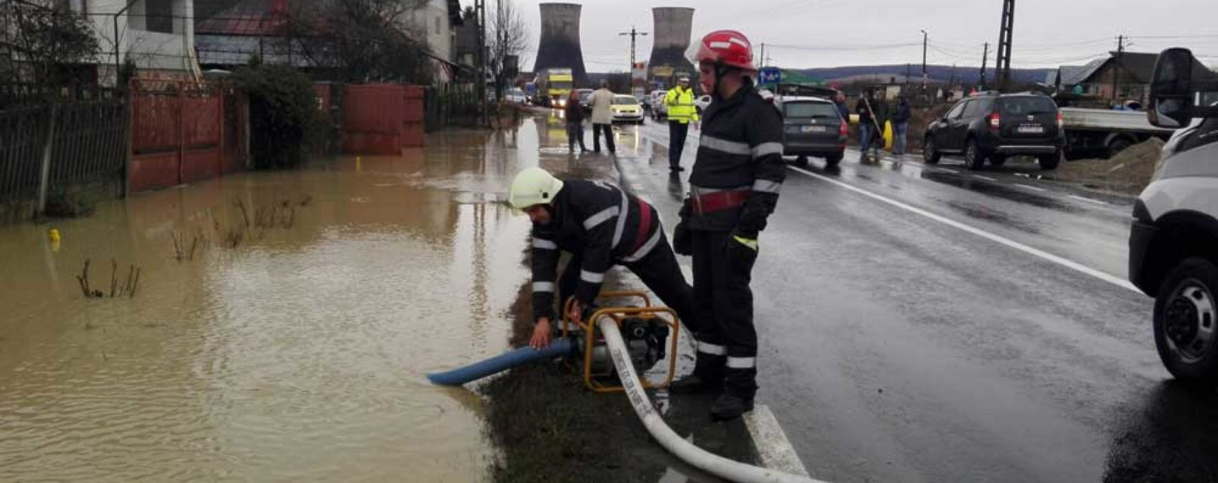 Dâmboviţa: Pompierii au intervenit pentru a scoate apa din mai multe gospodării
