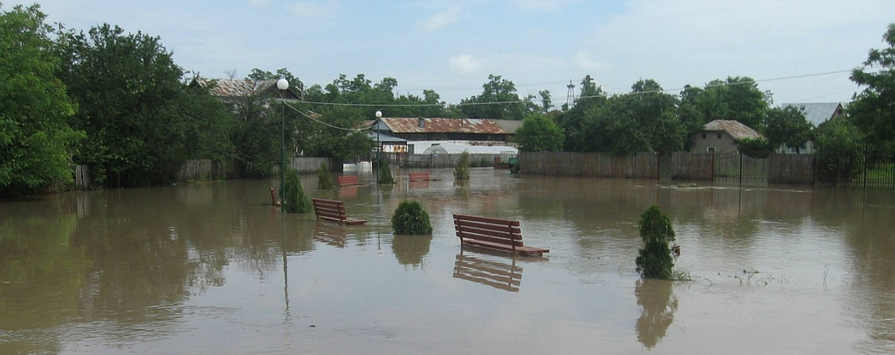 Pagube de aproape 35 milioane de lei produse de inundaţii în Dâmboviţa