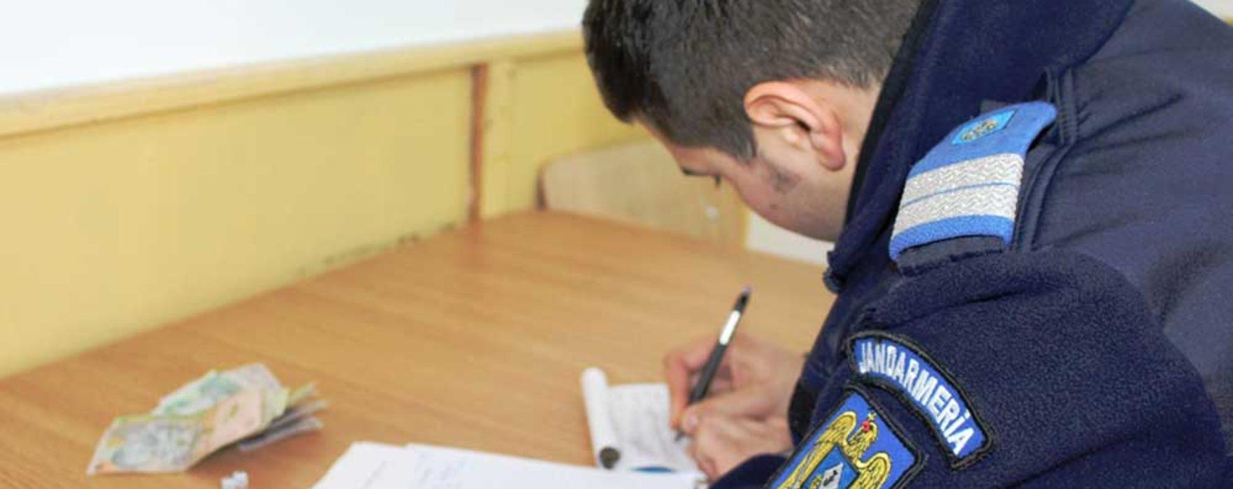 Târgovişte: Elevi amendaţi de jandarmi după ce au jucat barbut în sala de curs