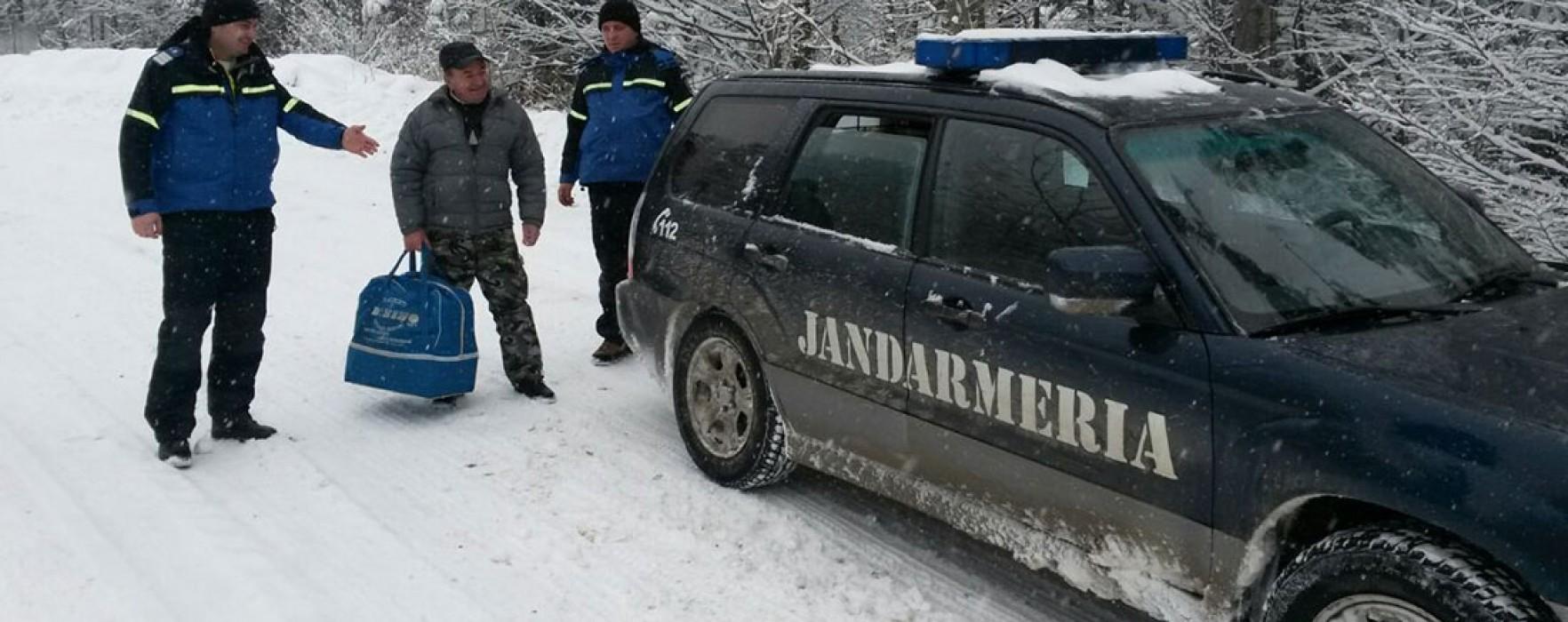 Turişti aflaţi în dificultate în Masivul Montan Bucegi, sprijiniţi de jandarmii montani