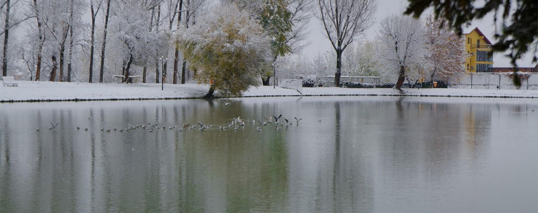 Moş Crăciun vine anul acesta, la Târgovişte, cu barca pe lacul Chindia