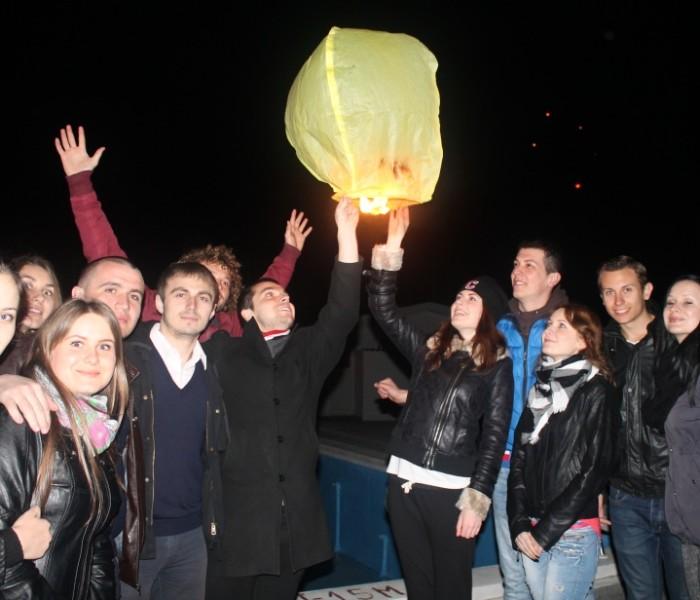 Liberalii dâmboviţeni au lansat lampioane pentru a marca 96 de ani de la unirea Basarabiei cu România