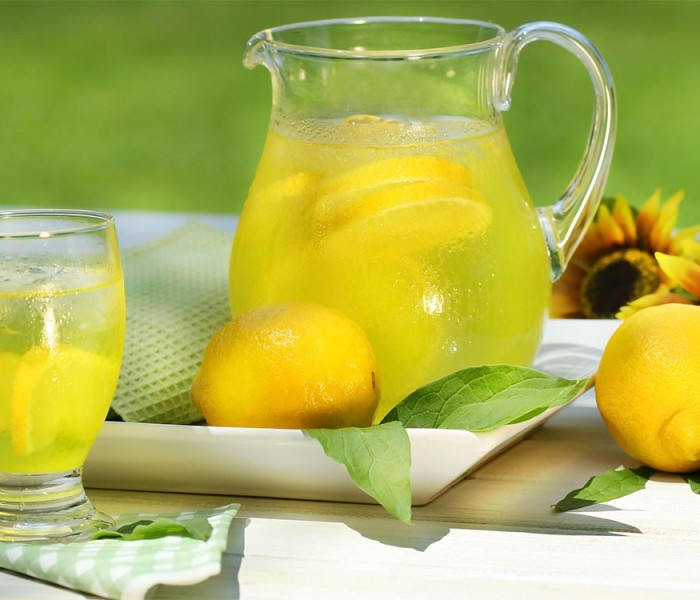 Citeşte cu poftă! – 6 reţete delicioase de limonadă pentru o vară caniculară