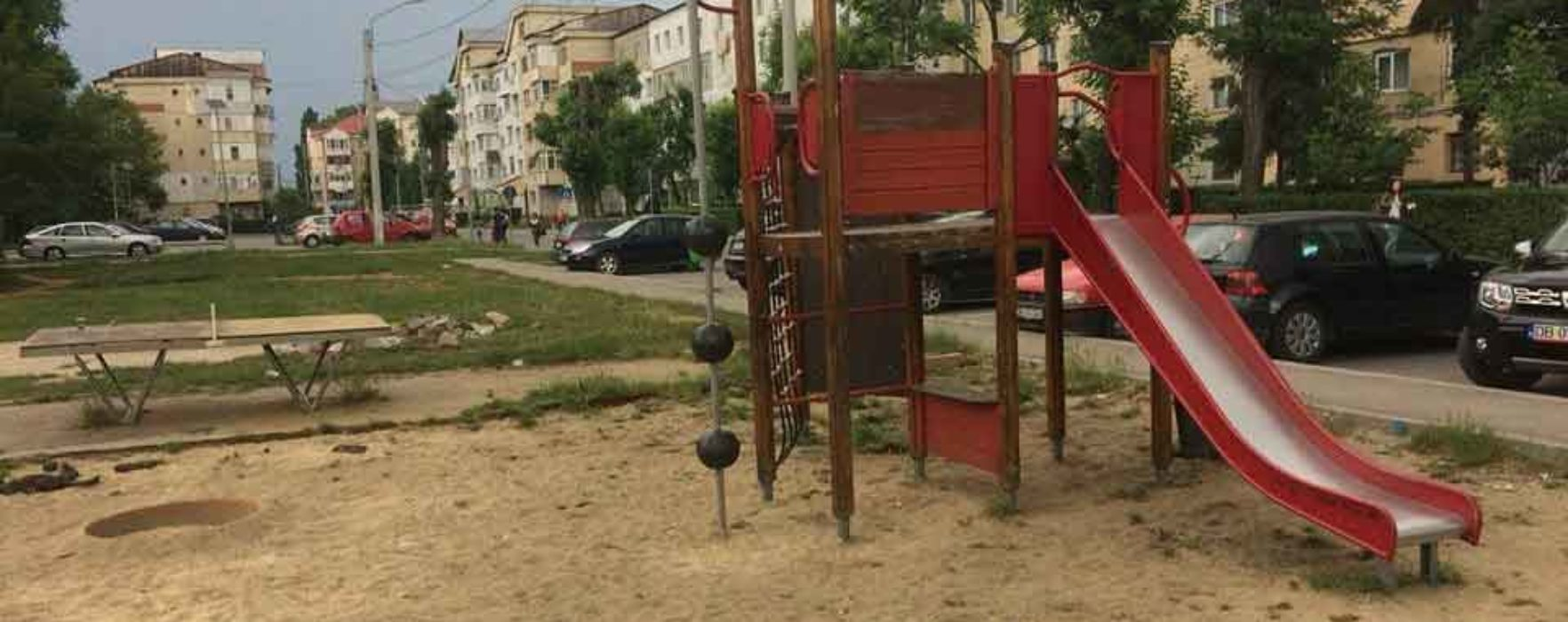 Târgovişte: Au debutat lucrările de reabilitare unui loc de joacă din micro 6