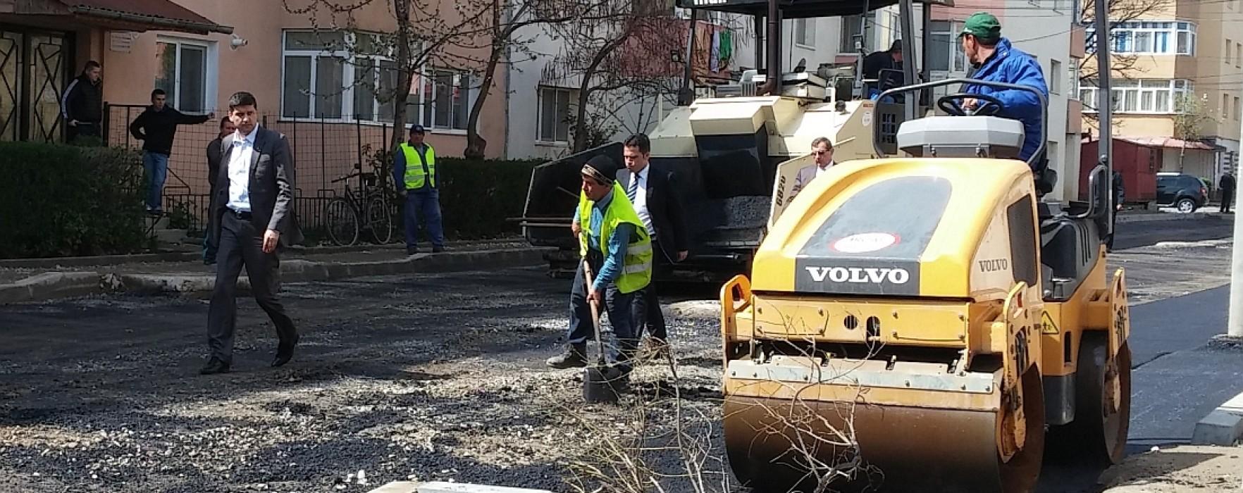 Gabriel Boriga (primar Târgovişte): Începând de azi se va asfalta câte o stradă pe zi în micro 12 (video)