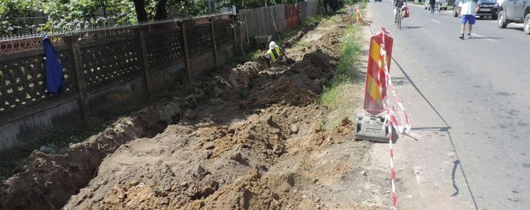 Titu: Au fost reluate lucrările la reţelele de apă şi canalizare