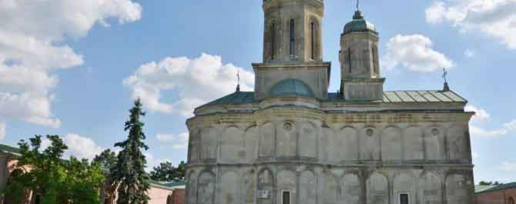 Dâmboviţa: Ceremonie de pomenire la 420 de ani de la moartea lui Mihai Viteazul, la Mănăstirea Dealu, unde e capul voievodului