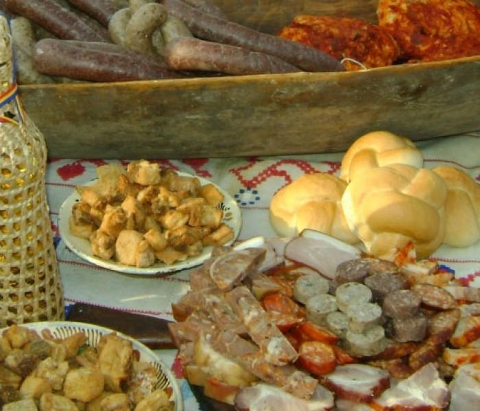 Reţete vechi de 100 de ani: piftie de porc, caltaboșii și şoriciul fript