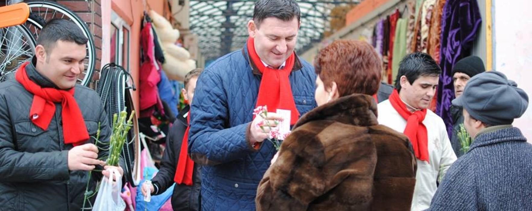Reprezentanţii PSD Dâmboviţa au oferit, de 1 martie, mărţişoare