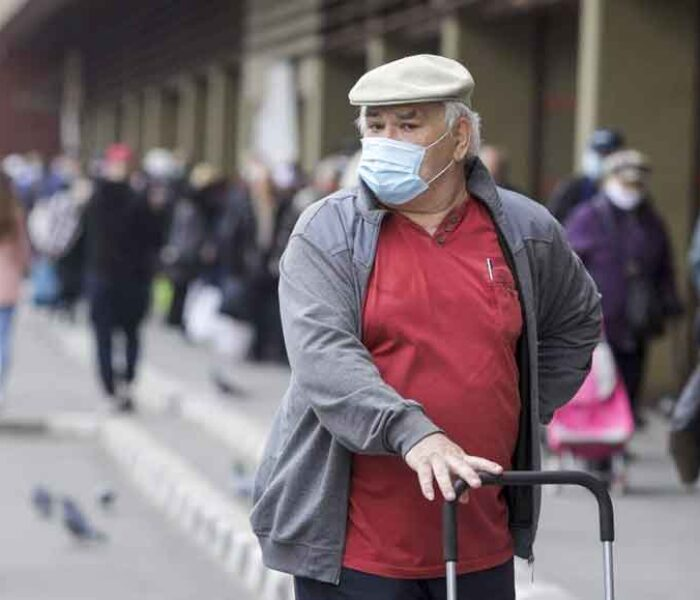Dâmboviţa: Obligativitatea purtării măştii a fost extinsă şi în alte spaţii în aer liber