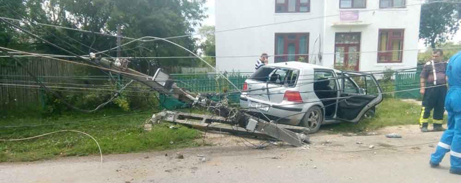 Dâmboviţa: Accident produs de o maşină condusă de un minor; un copil de 15 ani rănit