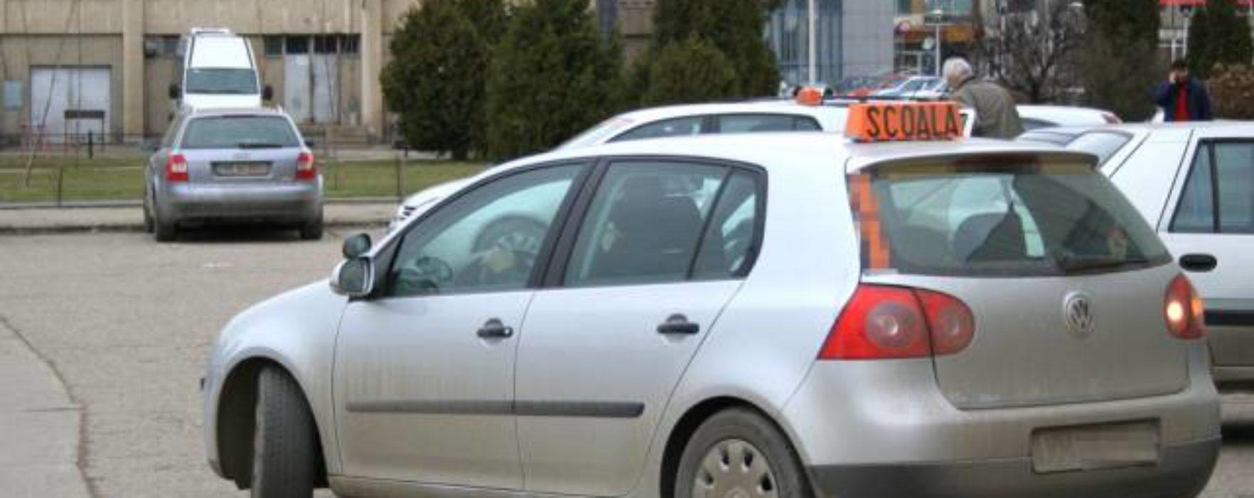 Examinarea pentru obţinerea permisului auto se suspendă pentru 30 de zile