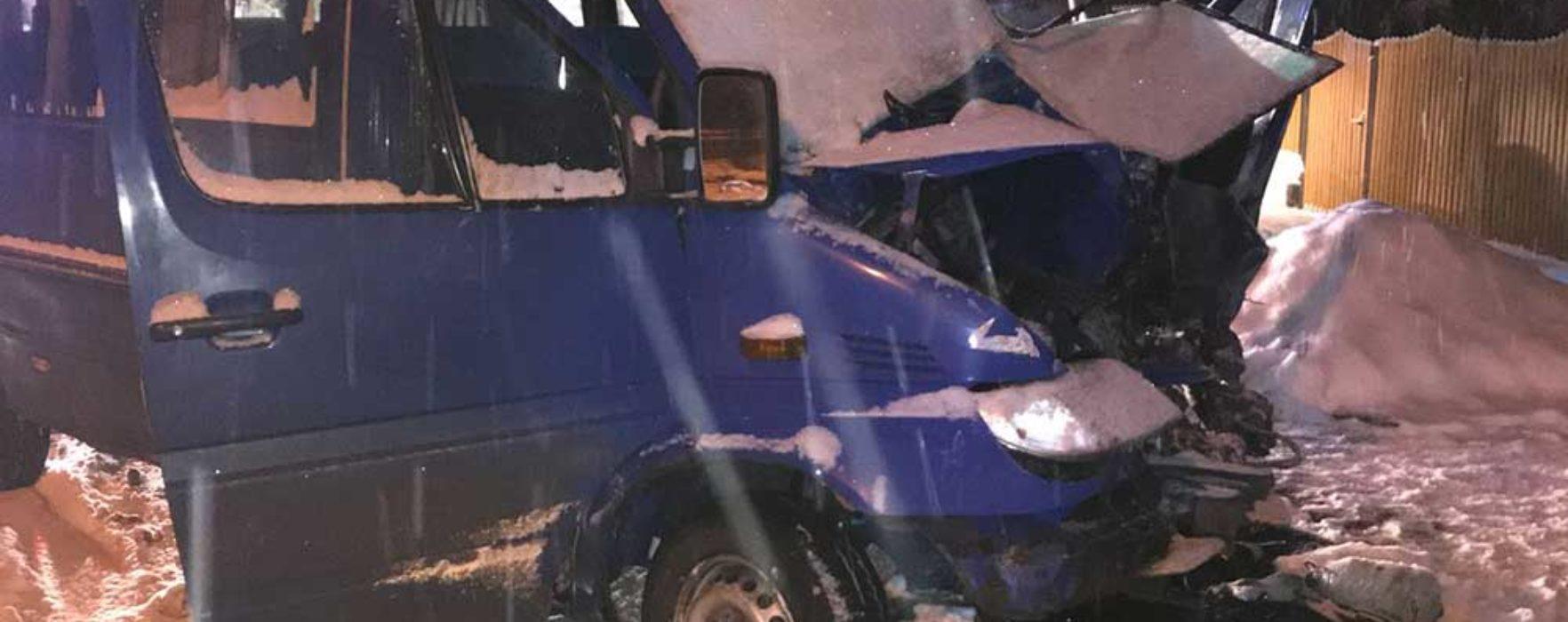 Dâmboviţa: Coliziune între un autobuz şi un microbuz la Moreni, o persoană rănită