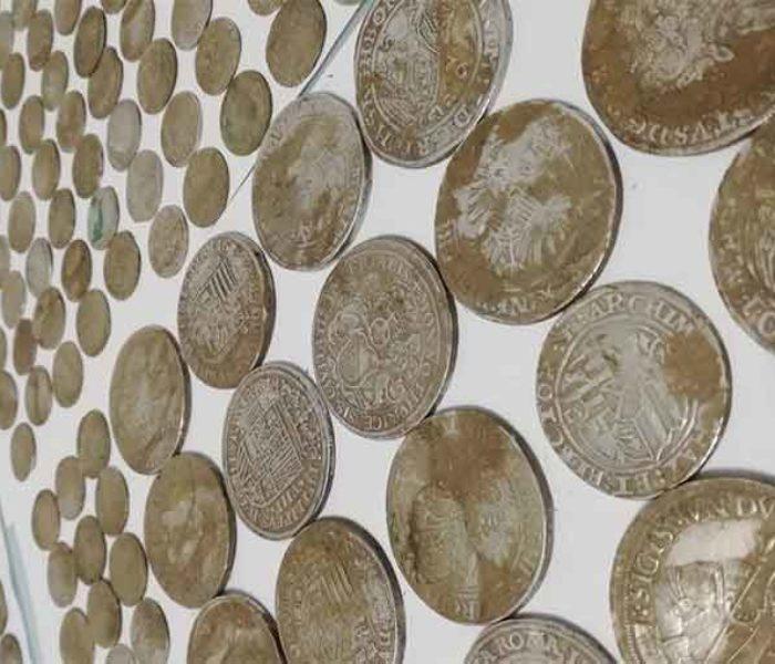 Dâmboviţa: Aproape 1.000 de monede din perioada anilor 1.500-1.600, găsite la Săbieşti de căutători amatori