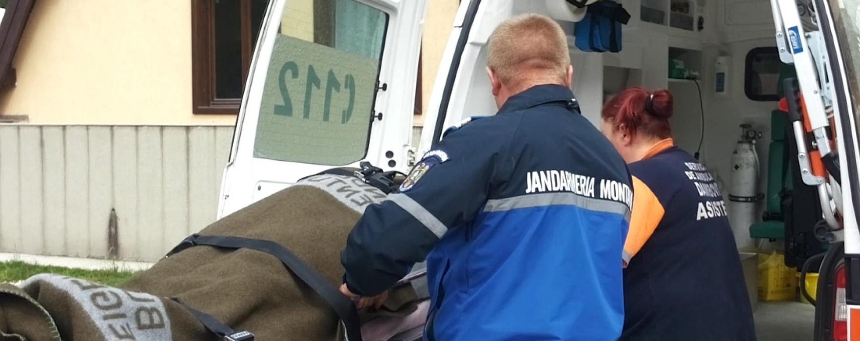 Turistă salvată de jandarmi, după ce a căzut într-o râpă în zona Zănoaga