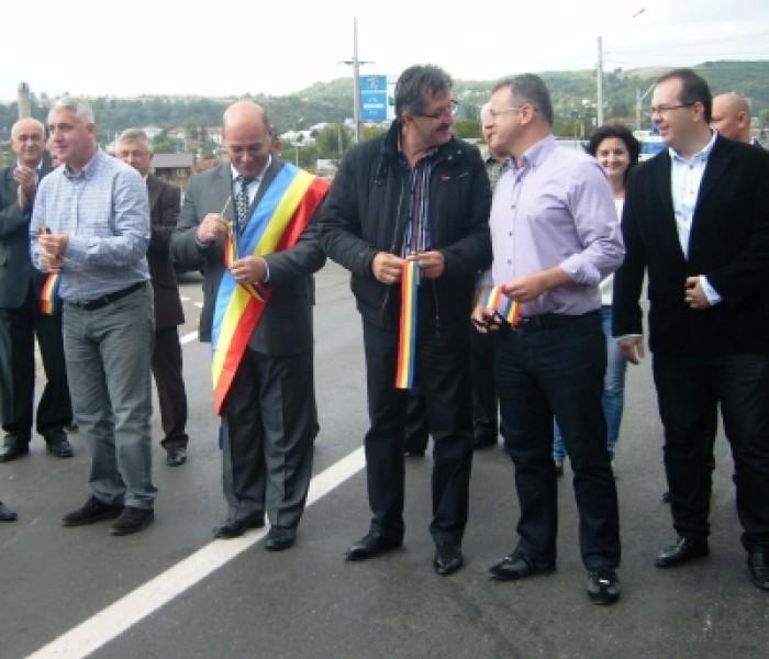 Drumul de legătură între Moreni şi Prahova şi un parc pentru copii în Moreni, inaugurate sâmbătă