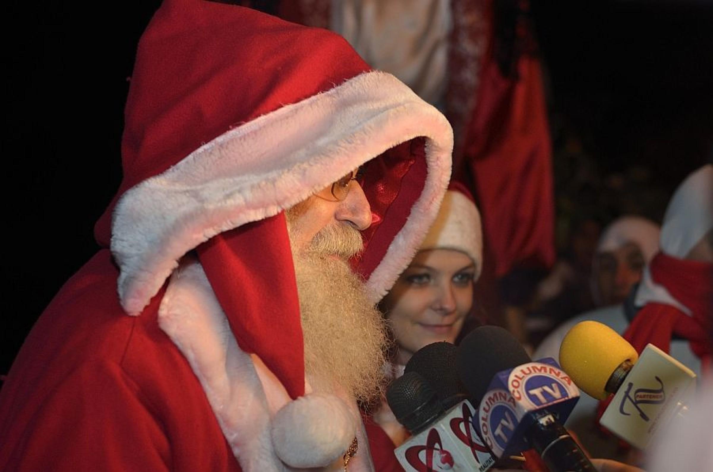 Moş Crăciun a venit la Târgovişte, coborând din Turnul Chindiei (foto)
