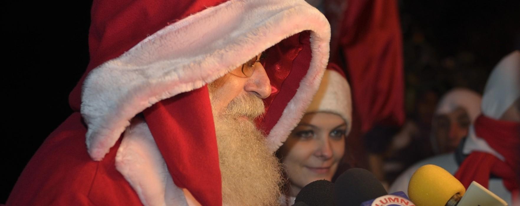 Moş Crăciun a venit la Târgovişte, coborând din Turnul Chindiei