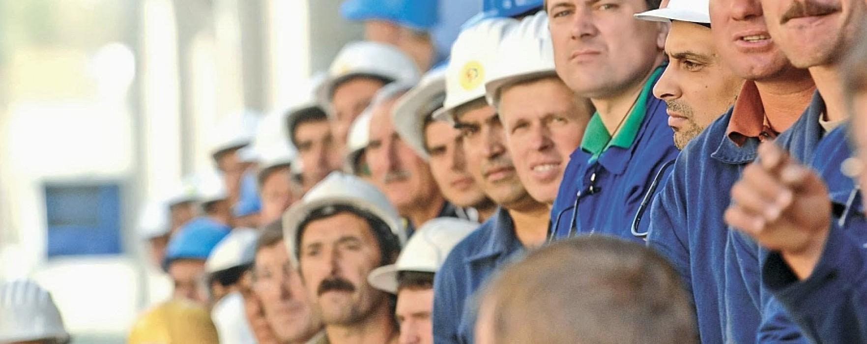 Puţin peste 74.000 de salariaţi în Dâmboviţa