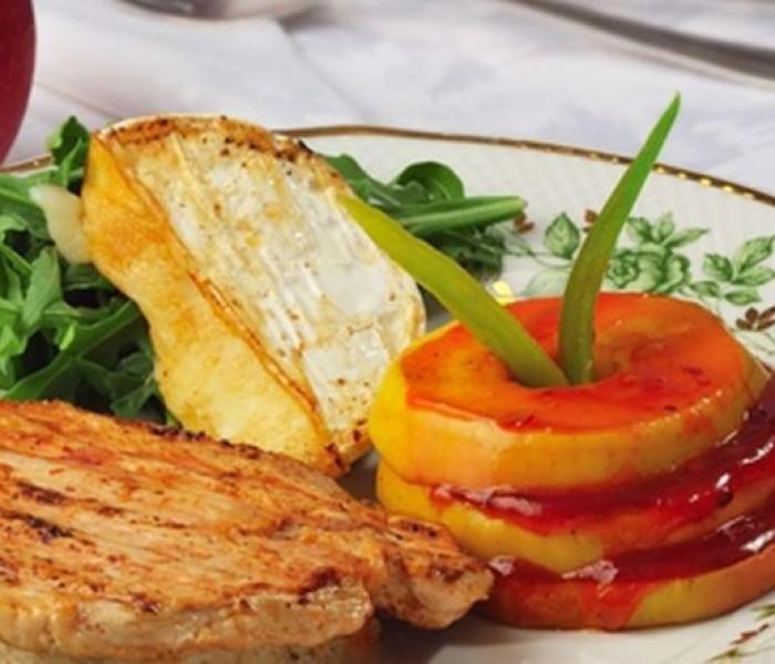 Citeşte cu poftă! – Mușchiuleț de porc cu mere și portocale, reţetă din Hărman