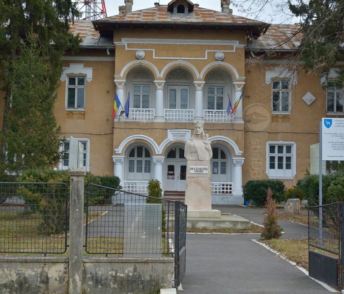 Muzeul Comunismului (fosta unitate militară de la Gară) / Târgovişte – ghid de oraş