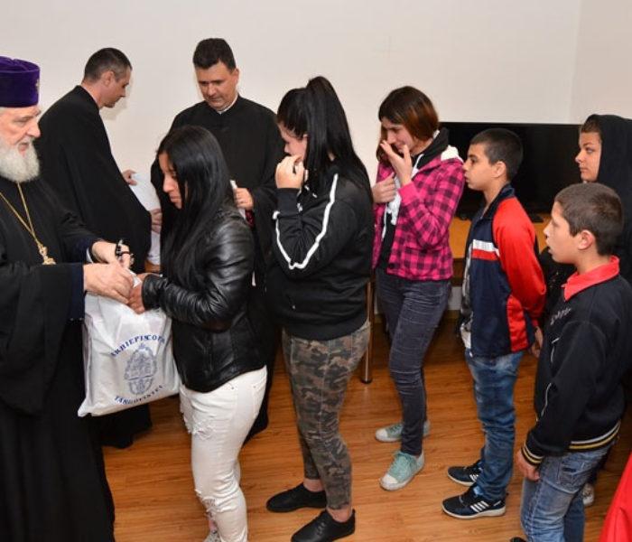 Daruri oferite de Arhiepiscopia Târgoviştei unor copii instituţionalizaţi
