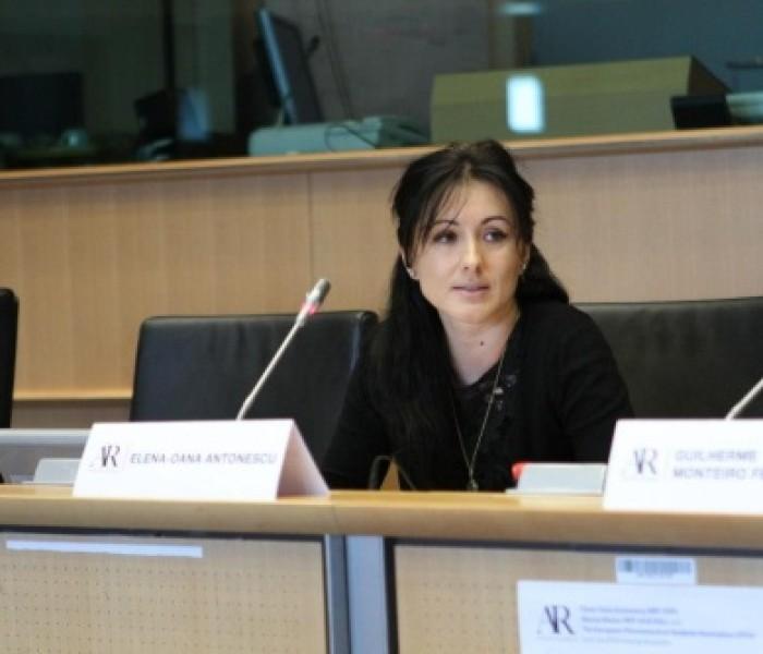 Garantarea dreptului cetățenilor UE de a fi asistați de un avocat va deveni act legislativ după aprobarea în Consiliul JAI