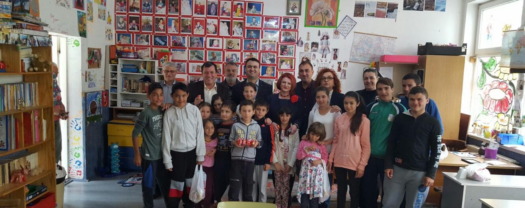 De Paşte, organizaţia de femei a PSD Dâmboviţa alături de copii şi bătrâni instituţionalizaţi