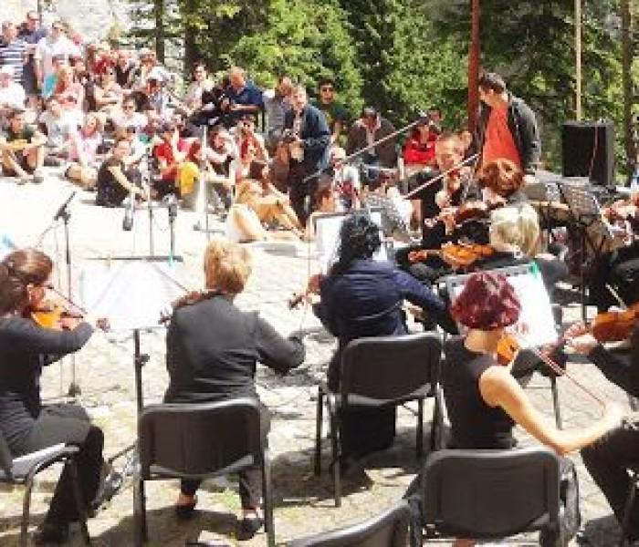 Concerte ale orchestrelor Muntenia şi Chindia, la Moreni şi Lunguleţu