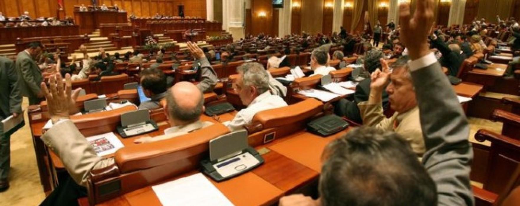 Aproape jumătate dintre parlamentarii de Dâmboviţa au plecat din partidul în care au fost aleşi