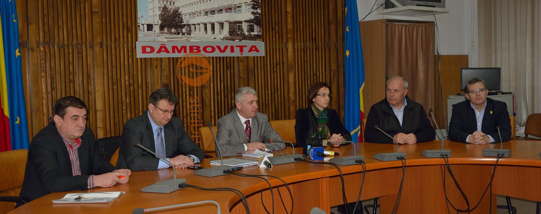 Întâlnire preşedintele CJD, Adrian Ţuţuianu, şi parlamentari de Dâmboviţa