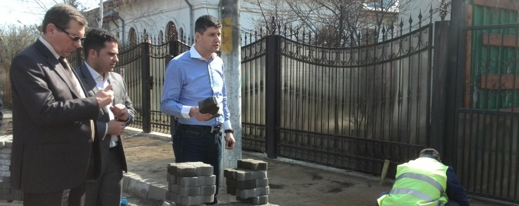 Asfaltare pe Strada Matei Basarab din Târgovişte, iar trotuarele reabilitate