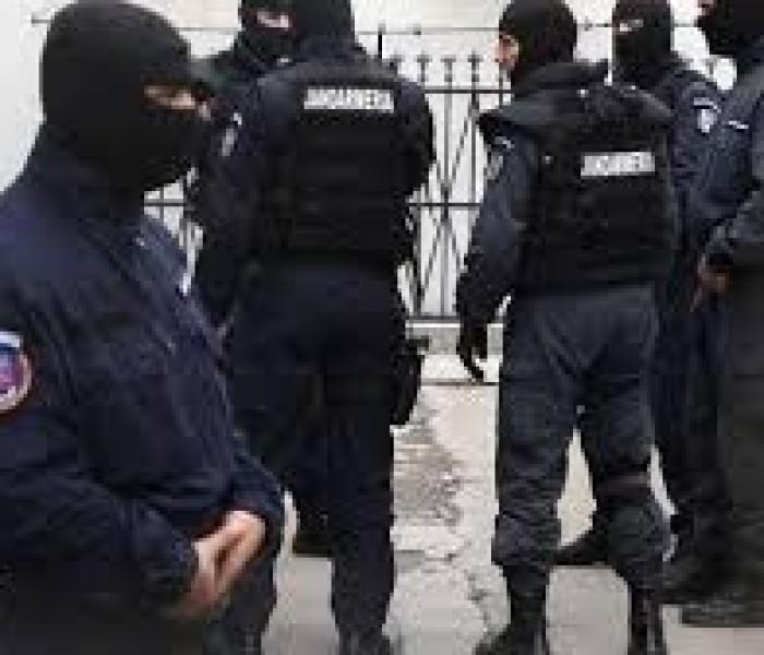 Percheziţii la suspecţi de furturi şi controale la centre de colectare fier vechi din Dâmboviţa