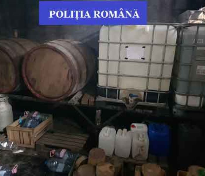 Dâmboviţa: Percheziţii la o fermă şi la domiciliile unor persoane bănuite de producere ilegală de băuturi alcoolice