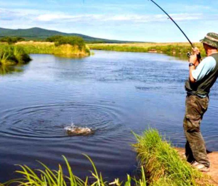 Dâmboviţa: Tânăr de 29 de ani s-a electrocutat la pescuit, a atins cu undiţa un cablu de curent