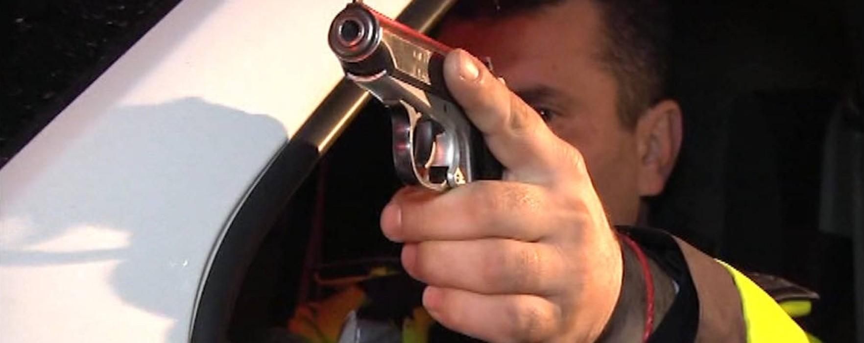 Infractor urmărit de poliţişti cu focuri de armă, la Pucioasa