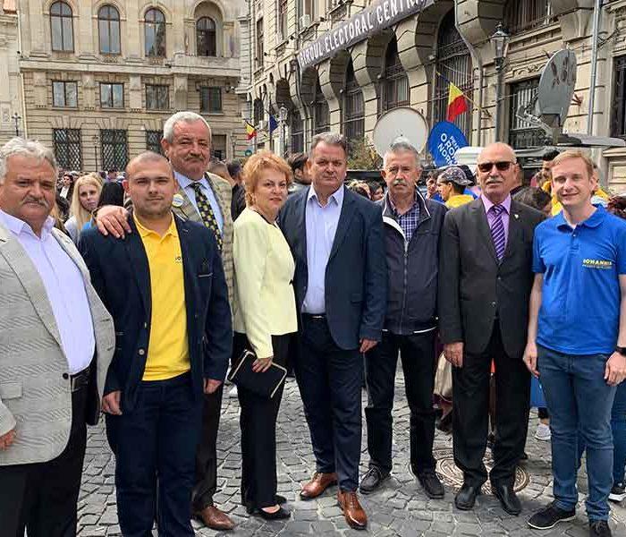 PNL Dâmboviţa: Delegaţie a organizaţiei judeţene a partidului, la depunerea candidaturii lui Klauss Iohannis