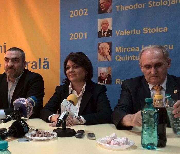 Mihail Volintiru (PNL) nu a reuşit să explice de ce a pus rahat pe masă, la conferinţa de presă (audio)