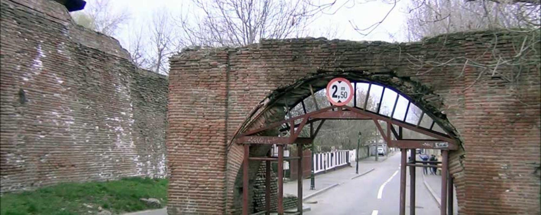 """Târgovişte: Monumentul """"Poarta Dealu-Vânătorilor"""" va fi restaurat"""