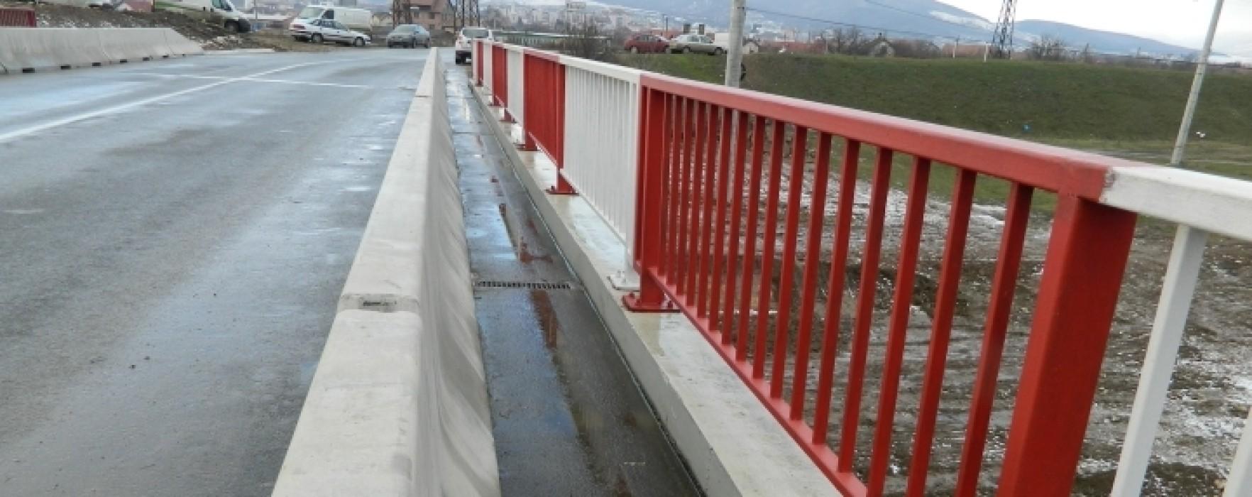 Podul de la Finta, închis circulaţiei din cauza eroziunii malului râului Ialomiţa