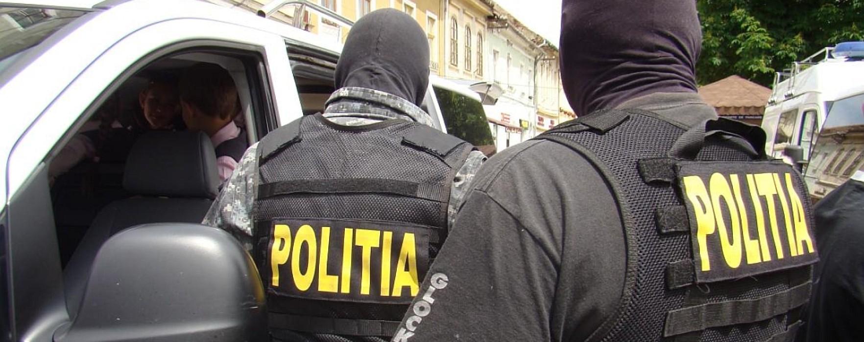 Percheziţii la traficanţi de droguri în Târgovişte