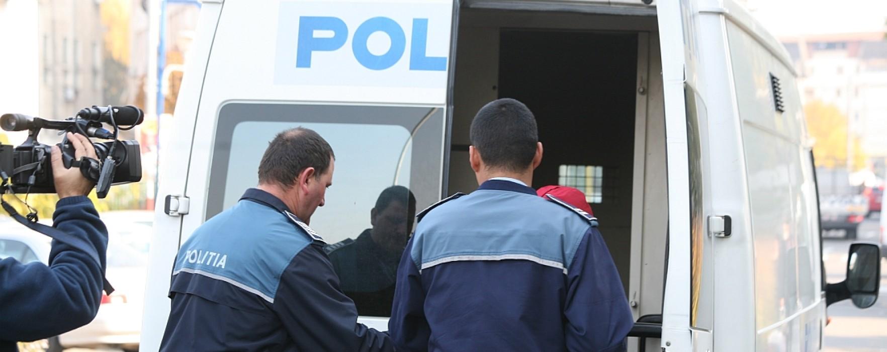 38 de persoane conduse la audieri, în urma percheziţiilor din Dâmboviţa