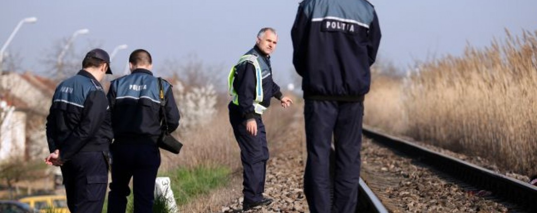 Dâmboviţa: Maşină lovită de tren la Hagioaica, două persoane rănite